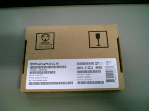 箱に入ったSSD
