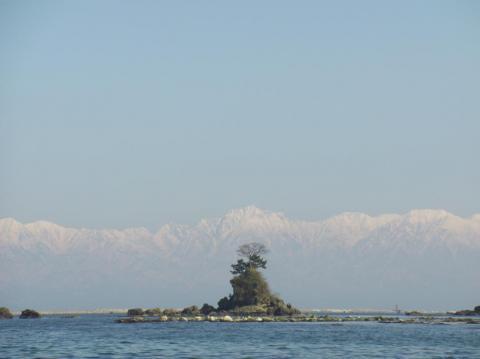 虹が島と立山連峰