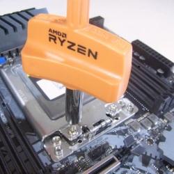 マルチスレッドキング。実質Ryzen×2で同クラスに敵なし。Haswell-Eの低予算リプレイスにはピッタリ。AMD Ryzen Threadripper 1950X